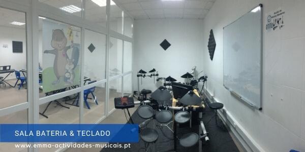 https://emma-actividades-musicais.pt/wp-content/uploads/2020/08/sala_bateria.jpg
