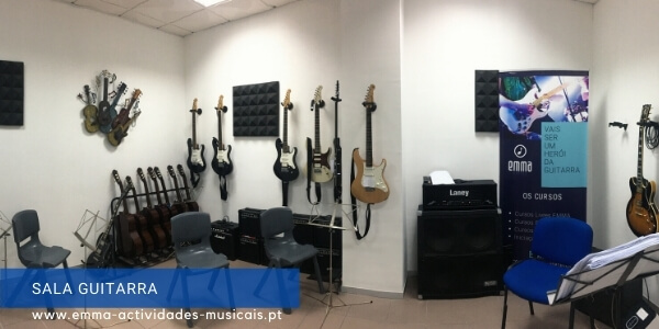 https://emma-actividades-musicais.pt/wp-content/uploads/2020/08/salaguitarra.jpg